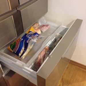 Kapasitas freezernya GEDE! pas banget lg ada banyak stok lobster, iga dan daging