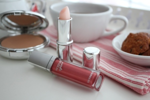 Moisture Glow Lip Gloss from Ultima II